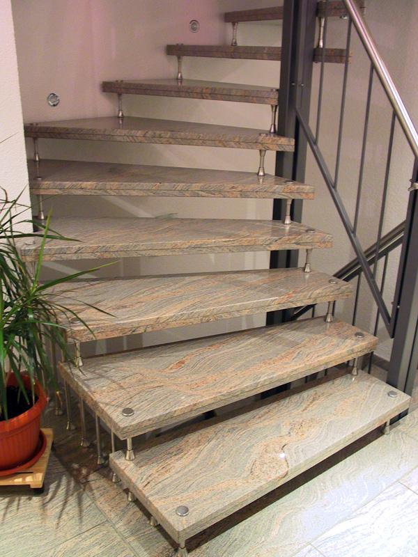 Naturstein bei Treppen